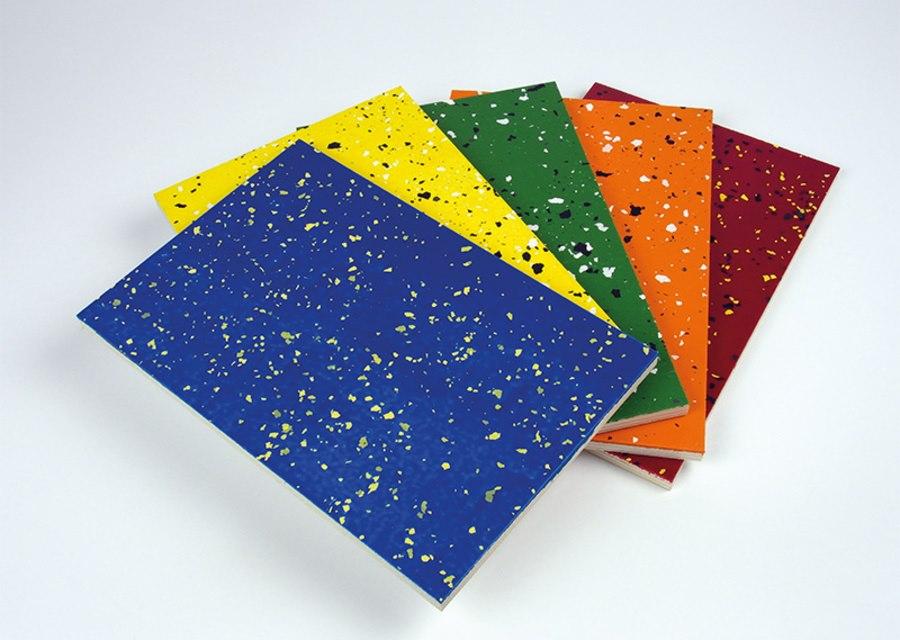 De garagevloer coating kunt u afwerken met de decoratieve instrooivlokken Articoflake