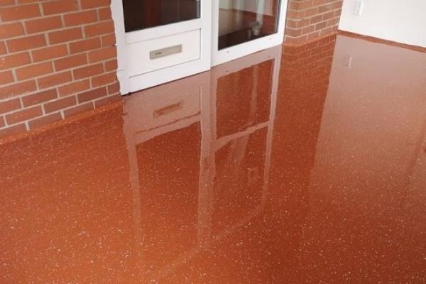 Een vloer renoveren kan uitstekend met een vloercoating van Remmers