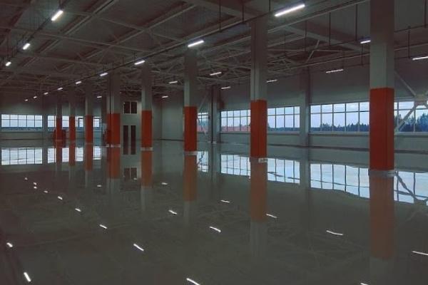 Met een vloercoating is de vloer waterdicht en beschermd tegen vuil, vet en stof